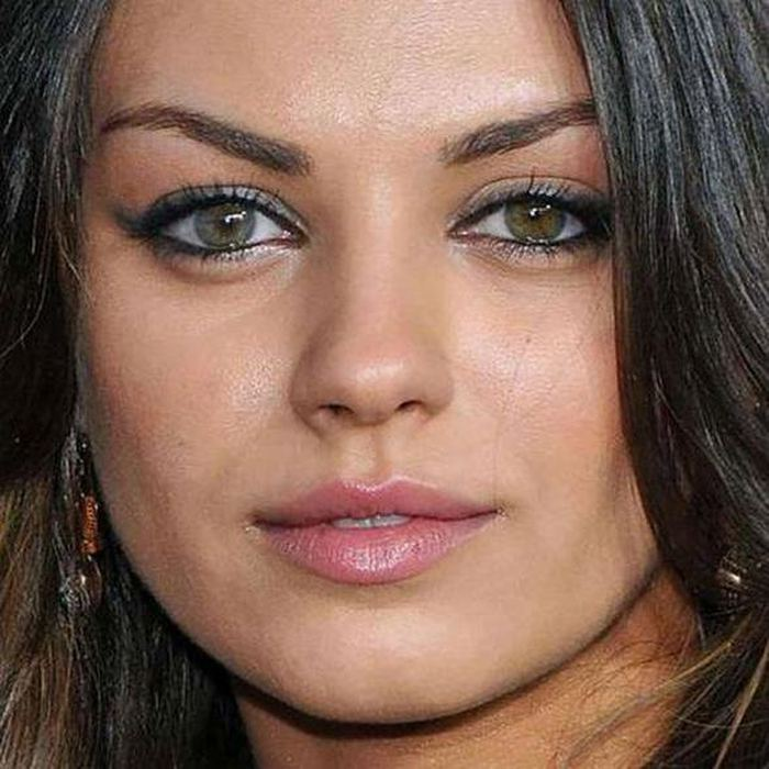 12 Celebrities With Differentcolored Eyes Famous People