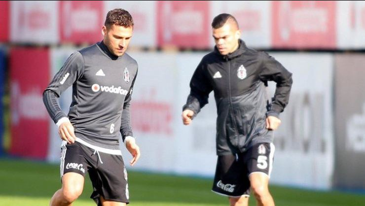 Pepe ve Tosic'ten haber var